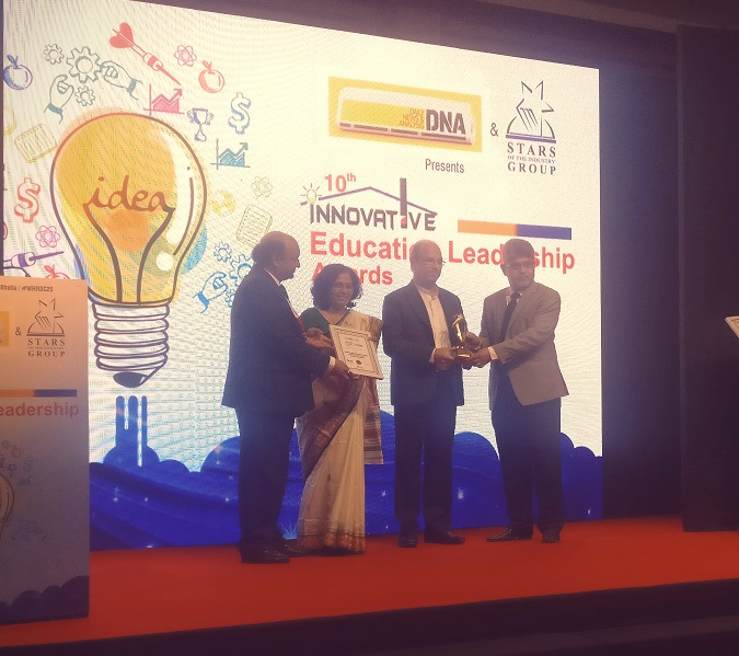 best-institute-in-pharmacy-award-by-dna-news